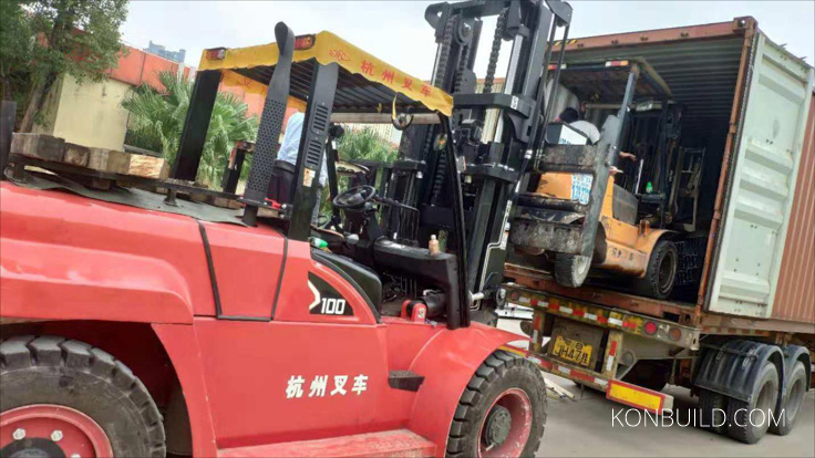 Chinese prefab home is being unloaded, safety first guys! Chinese forklifts.